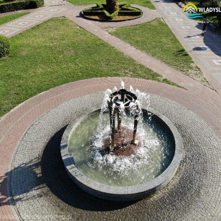 władysławowo fontanna przy alei gwiazd https://wladyslawowonocleg.pl/userfiles/gallery/thumbs/1_1555263249.jpg